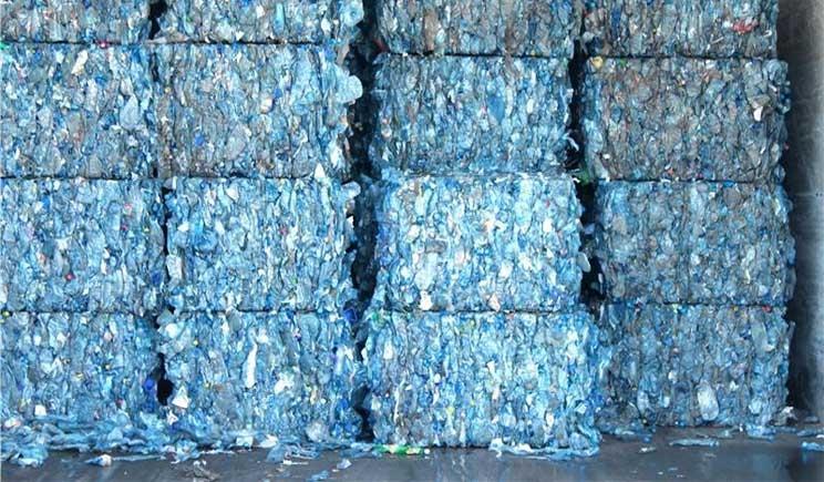 La carta del futuro si ricava dalle bottiglie di plastica vuote