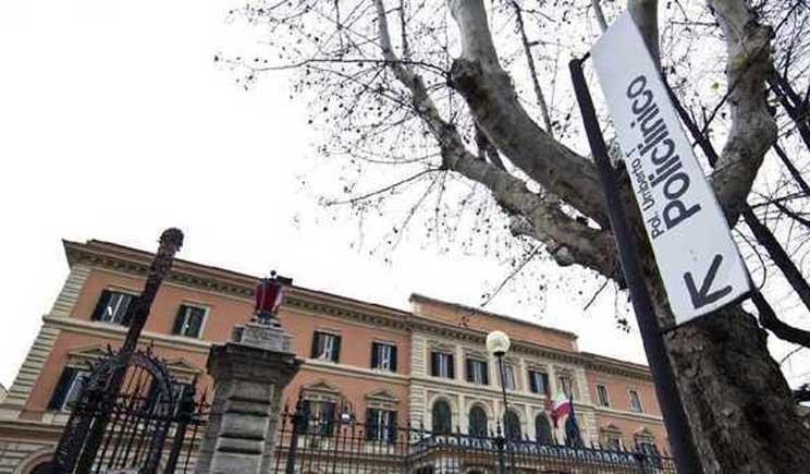 Miracolo all'Umberto I di Roma: partorisce nonostante il virus H1N1