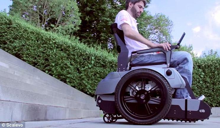 Ideata una sedia a rotelle che consente di salire le scale for Sedia elettrica che sale le scale