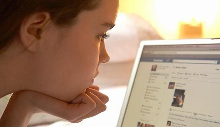 L'Europa propone di vietare Facebook ai minori di 16 anni
