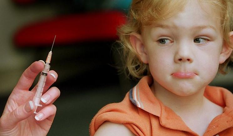 Bambina non va a scuola perché i suoi compagni non sono vaccinati