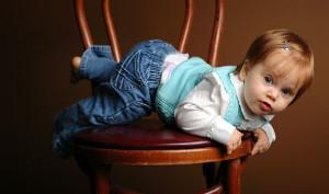 bambina su sedia