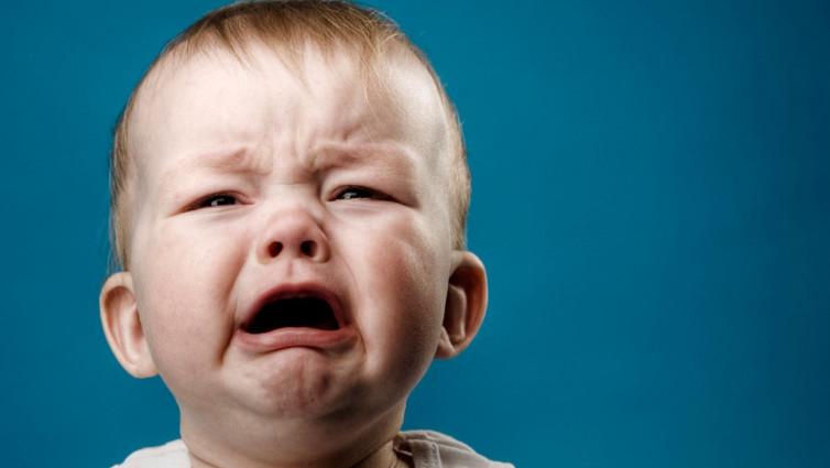 Favoloso bimbo piange prima di dormire, come calmarlo VV74