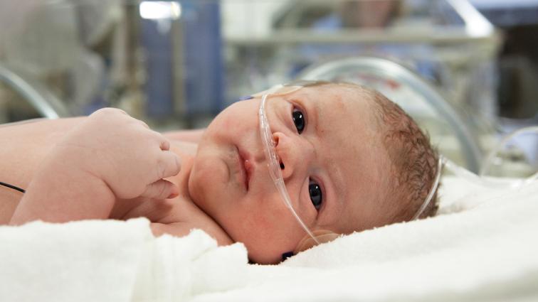 Alessandria, infermiera taglia per errore due dita ad una neonata