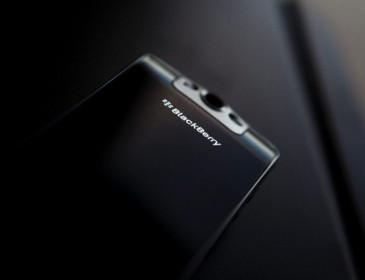 BlackBerry abbandona la produzione di smartphones