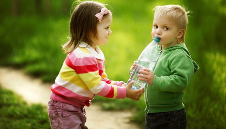 Insegnare ai bambini l'empatia previene il narcisismo