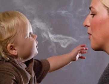 Asma, un bambino su 5 cresce in una casa dove si fuma