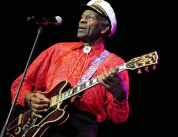 Chuck Berry, padre del rock 'n' roll, compie 90 anni