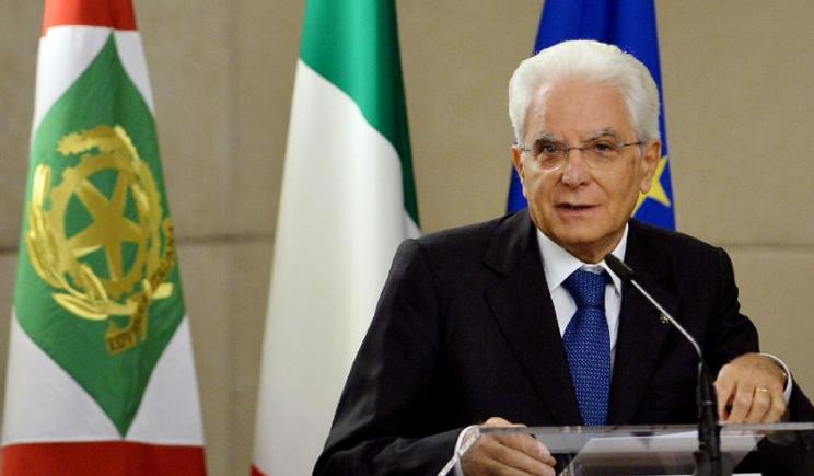Sergio Mattarella all'attacco degli anti-vaccinisti