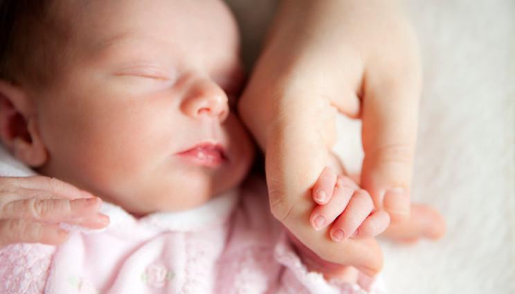 La mamma trasmette i primi batteri al neonato