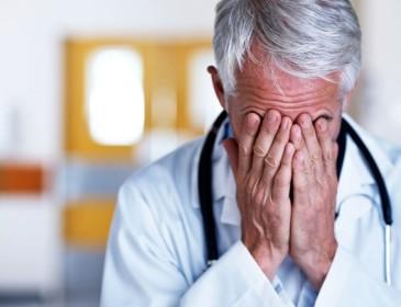 Medico arrestato perché abusava delle pazienti