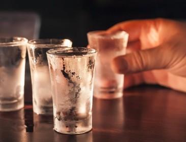 Turista resta cieca dopo aver bevuto vodka al metanolo