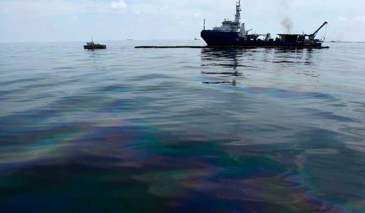 Dal Politecnico di Torino una barriera per contenere il petrolio in mare