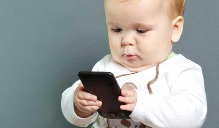 Tablet e smartphone possono nuocere allo sviluppo infantile