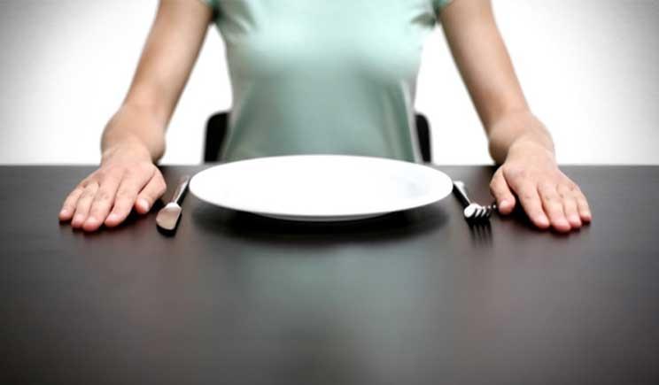 Saltare i pasti è controproducente: fa venire la pancetta