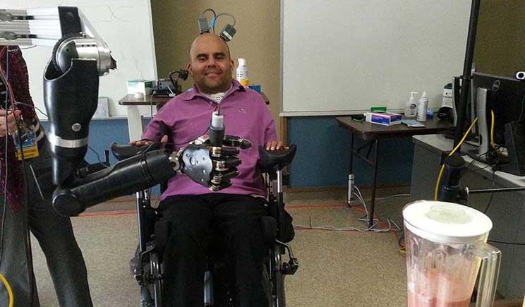 Il braccio robotico controllato dal pensiero è realtà