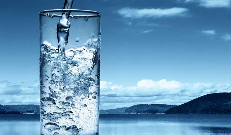 Bere molta acqua accelera le funzioni metaboliche e spinge a dimagrire