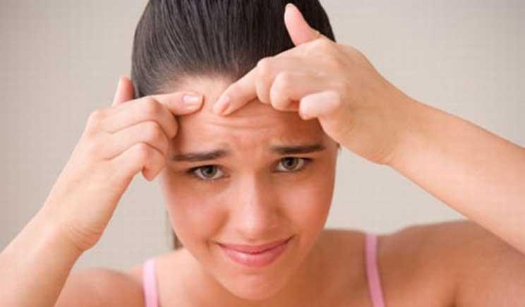 Acne: troppa vitamina B12 tra le possibili cause