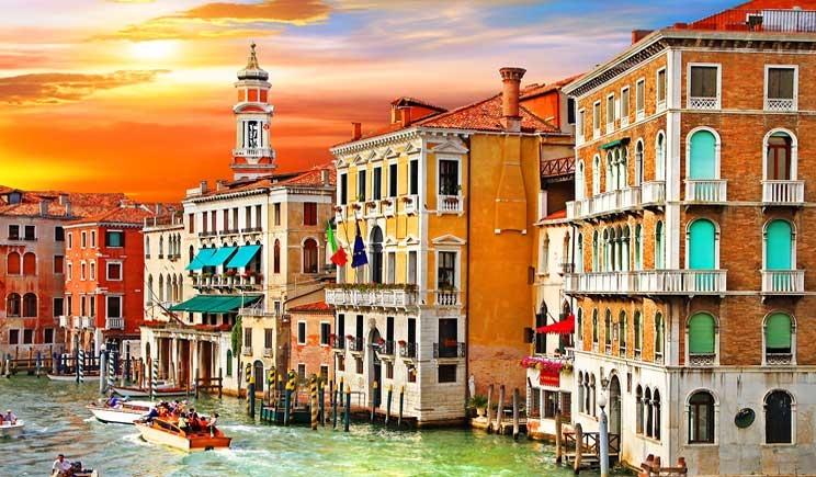 Venezia sommersa dai rifiuti: uno ogni 13 metri