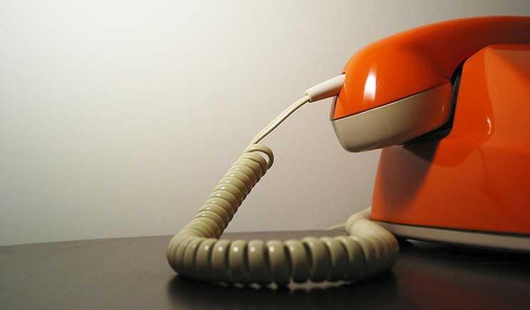 """Petizione online contro la """"tredicesima"""" degli operatori telefonici"""