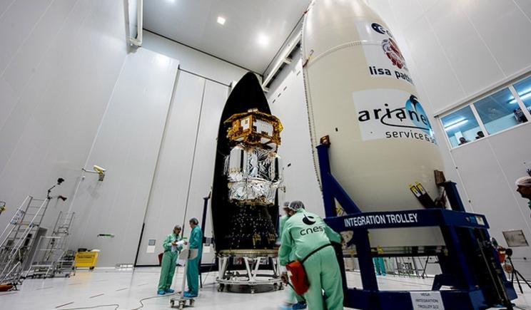 Il razzo Vega  pronto al lancio per portare in orbita Elisa Pathfinder