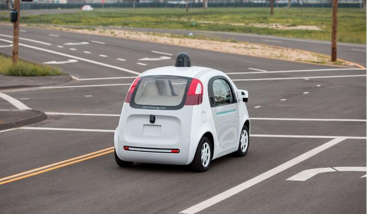 Google Car mira a rifarsi il look e cerca un designer