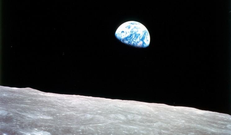 """Nasa: ecco la Terra che """"sorge"""" dalla Luna"""