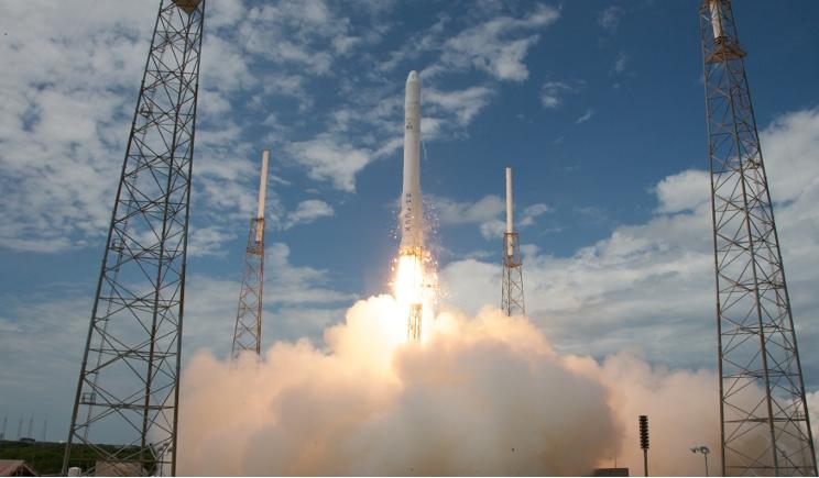 Storico ritorno sulla Terra per il razzo Falcon 9