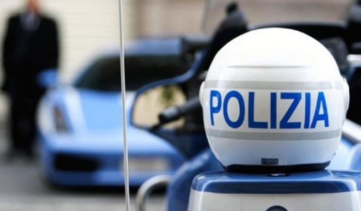 Sciopero della polizia contro caschi usati e giubbotti scaduti