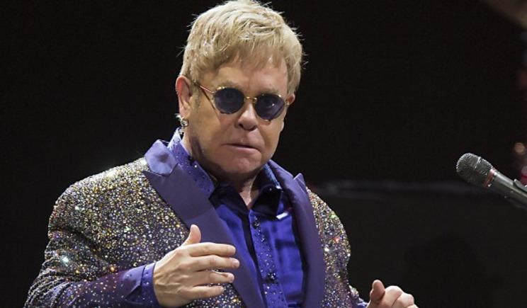 Elton John accusato di molestie sessuali dalla guardia del corpo