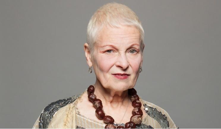Modella perde il vestito e Vivienne Westwood la soccorre