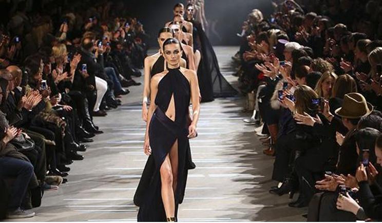 Il nero di Armani chiude la Fashion Week milanese