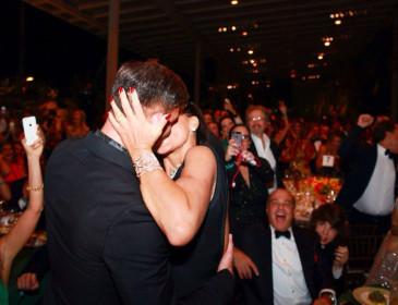 Spende 80 mila euro per baciare Ricky Martin
