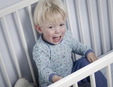 Bambino di un anno picchiato dalla babysitter