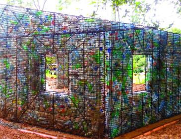 A Panama il primo villaggio realizzato con bottiglie riciclate