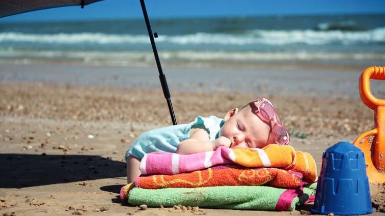 Come portare i bambini in spiaggia senza rischi