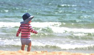 bambino spiaggia sole