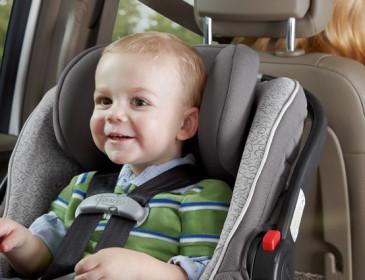 Bambini dimenticati in auto: possibile riforma del codice stradale?