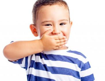 Cosa fare se il bambino dice troppe parolacce