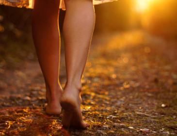 Attenzione al parassita che entra dai piedi nudi