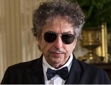 Bob Dylan, come da copione, non andrà a ritirare il Nobel
