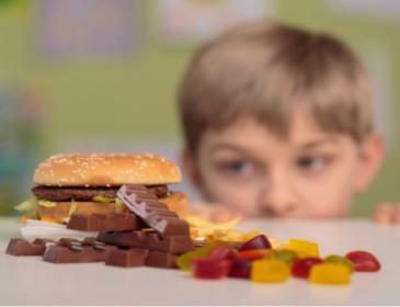 L'Oms contro la pubblicità di cibo spazzatura rivolta ai bambini