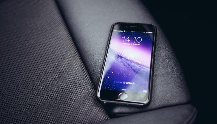 "Apple, in arrivo un iPhone ""Ferrari"" nel 2017?"