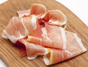 Prosciutto di Parma, polemica per animali feriti e maltrattati