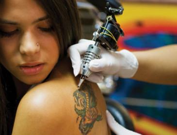 Piercing e tatuaggi: quali rischi per la salute?