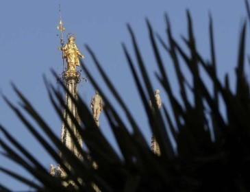Milano: ripresi gli autori dell'incendio in Piazza Duomo
