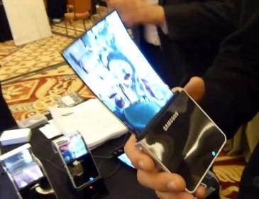 Samsung mostra lo schermo elastico