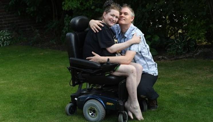 Donna incinta resta paralizzata dopo un amplesso
