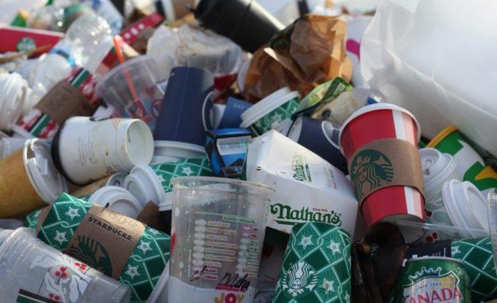 Plastica monouso: perché evitarla e come sostituirla nella vita quotidiana